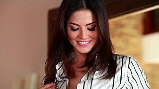 Hotvideosx Amazing Sunny Leone posing