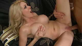 Hotvideosx Other ways of helping her son's friend