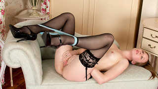 Petite amateur milf undresses for pussy pleasure