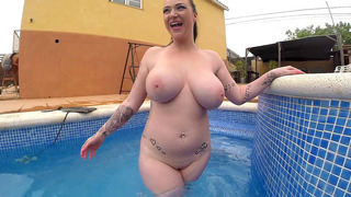 Large-boobed vixen Harmony Reigns posing in the pool