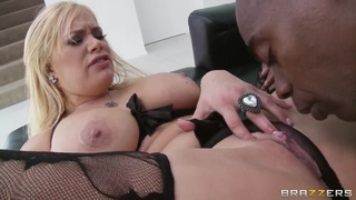 Sean Michaels fucks busty blonde Shyla Stylez