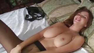 Beauty shows hawt pussy gap in pantyhose
