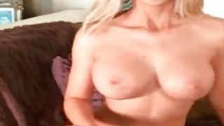 Big tited milf flashing her tits