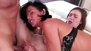 Stepmom Veronica gets her pussy eaten