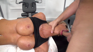 Courtney Taylor deepthroats her new masseur's fat dick