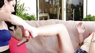 Experienced MILF Dana fingering and rimming lovely Veruca