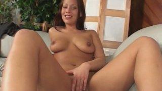 Jaw-dropping beauty Kara Warren wanks in front of cam