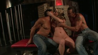 Handsome athletic dudes get Carolyn Reese horny for awesome threesome