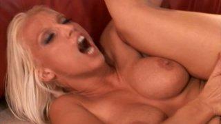 Nicki Hunter like sthe way he  explores her pussy
