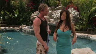 Dumb pool guy with six-pack has to seduce fabulous Lisa Ann